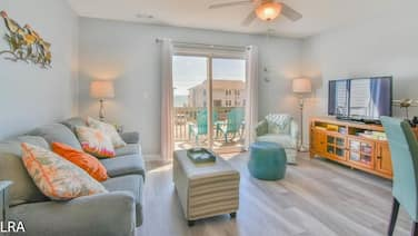 Drift Inn - Turtle Cove 205 - Colorful Decor & Beach Access!!