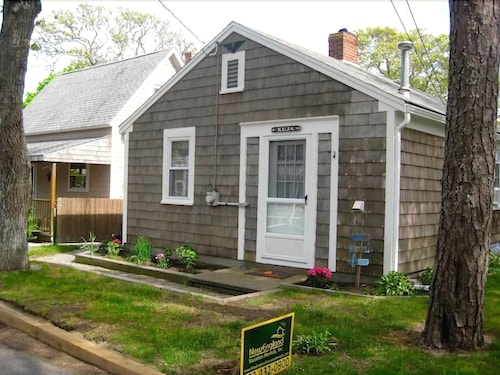 Cottage by the Sea - Pet Friendly Cottage in Campgrounds. Walk to Beach