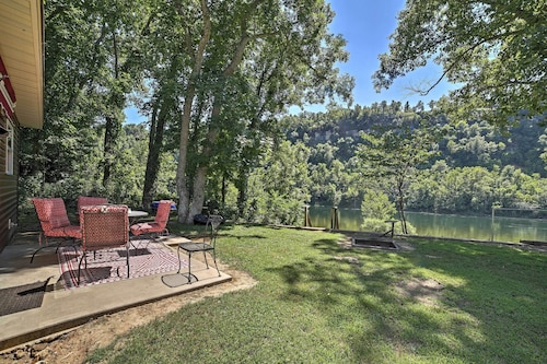 New! 2BR Flippin Cabin Nestled on the White River!