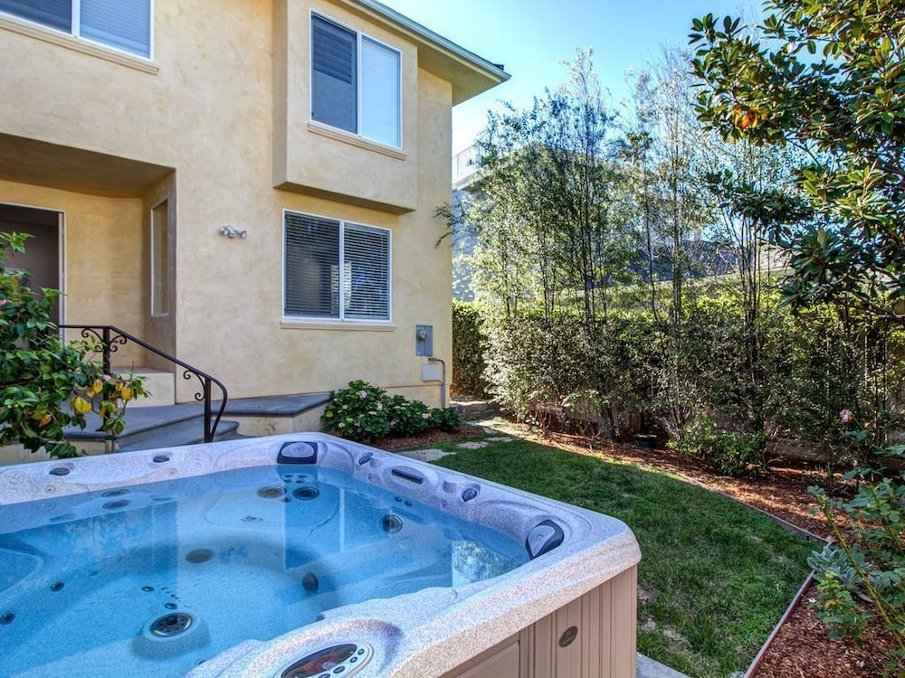 15% OFF Mar-modern & Spacious Home w/ Jacuzzi & Outdoor Living, Walk ...
