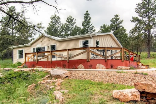 Great Place to stay 3BR Black Hills Home Near Mt. Rushmore and More! near Hermosa