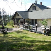 Family-friendly Log Home Overlooking Flathead Lake