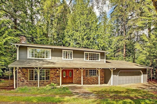 4BR Woodinville House W/wooded Views!