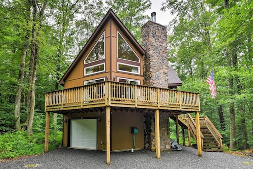 Private Chalet W/pool Table 1 Mi. From Pocono Lake