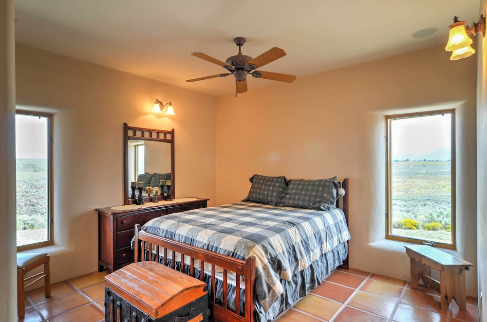 Book new quiet 3br taos house on 26 acres wmtn views taos hotel guestroom guestroom guestroom solutioingenieria Images