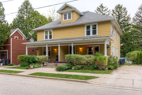 New! 3BR Elkhart Lake Townhome W/large Fenced Yard