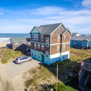 K1054 The BU. Ocean Views, 60 Ft to the Beach, Pool Table, Hot Tub, Pets OK!