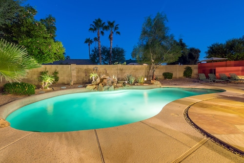 Single Family in North Scottsdale With Huge Lot, Private Pool and Spa!