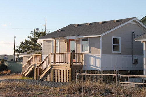Pet Friendly, Easy Beach Access, Sound Views! Character, Beautifully Renovated!