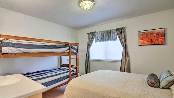 6 bedrooms, free WiFi, bed sheets, wheelchair access