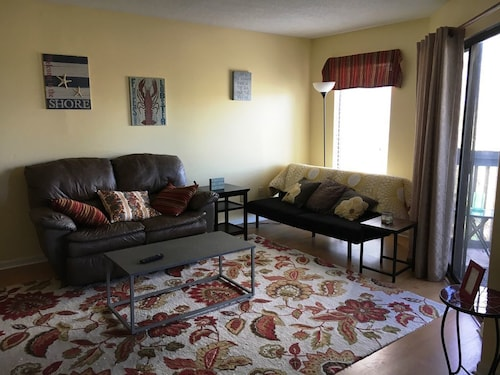 North Myrtle Beach 2 Bedroom, 1/2 Mile to the Beach, Free Wifi & Parking!