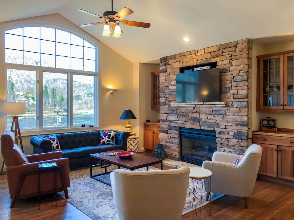 Living Room, Lake Walk - Mr. Lake Lure Vacation Rentals