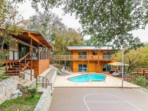 Great Place to stay Walk to Acl!!! Sleeps 10 w/ Pool, Hot Tub, & Basketball! near Austin