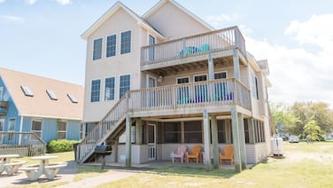 K1552 BeachBumz. Great Canalfront Home w/Community Pool!