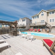 K1101 Coastal Retreat. Pool, Hot Tub, Pool Table, Near Nags Head Pier!