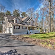 New! Spacious 4BR Tannersville House w/ Wet Bar!