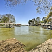 Gun Barrel City Cottage w/ Boat House & Deck!