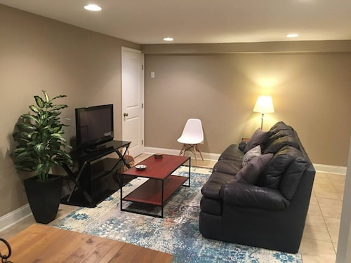 Great Place to stay Clean, Charming 3BD on Campus! near Lexington