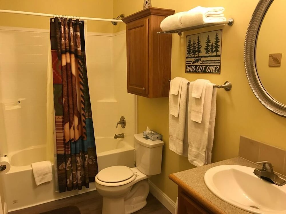 Bathroom, Black Bear Lodge @ Spring Brook Resort Stunning Two Level Ideal Multi-family Getaway