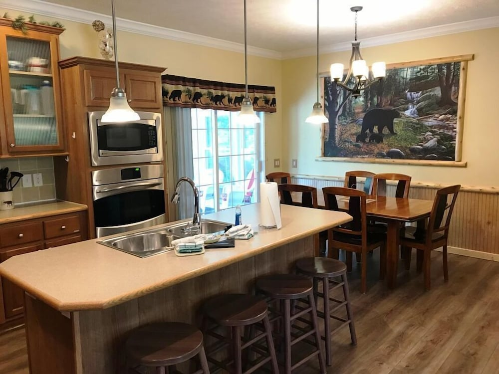 Private Kitchen, Black Bear Lodge @ Spring Brook Resort Stunning Two Level Ideal Multi-family Getaway