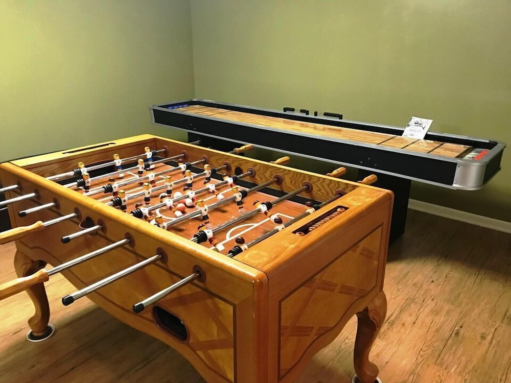 Game Room, Black Bear Lodge @ Spring Brook Resort Stunning Two Level Ideal Multi-family Getaway