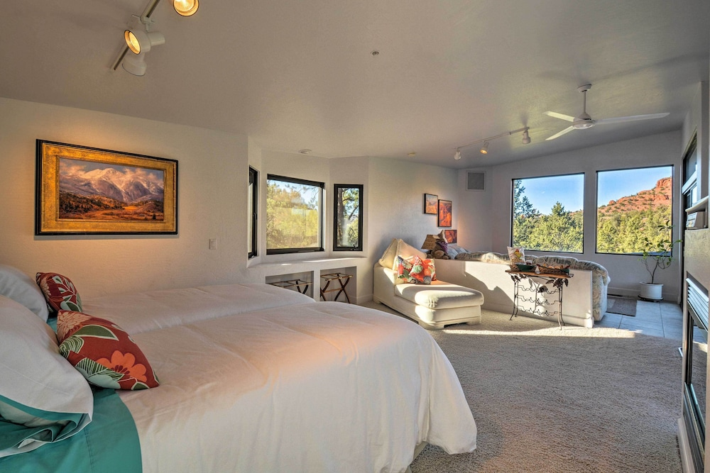 Room, 2-acre Sedona Casita w/ Deck & Red Rock Views!