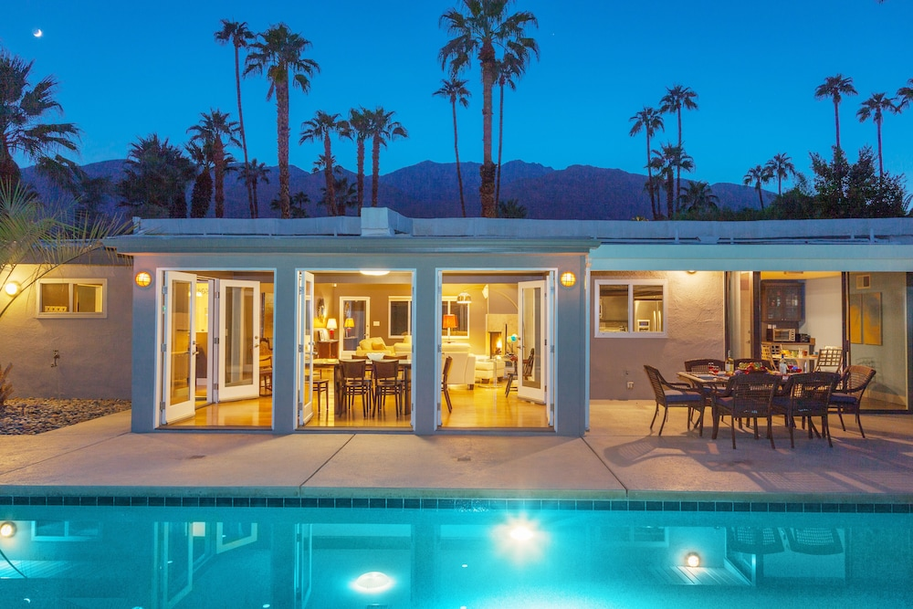 Quintessential Deepwell Estates Home in Palm Springs