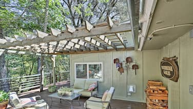 Cozy Junction City Cottage w/Deck by Connor Creek!