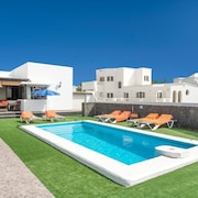 Villa Tuco - Villa With Wifi, Heated Private Pool, BBQ & A/C