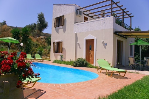 Villa Michalis - Villa With Wifi, Private Pool, BBQ & A/C