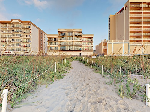 2BR Absolute Oceanfront w/ Balcony, Pool, & Hot Tub Direct Beach Access