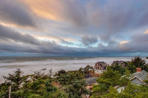 Dog-friendly Studio W/ocean Views, Free Wifi, & Nearby Beach Access!