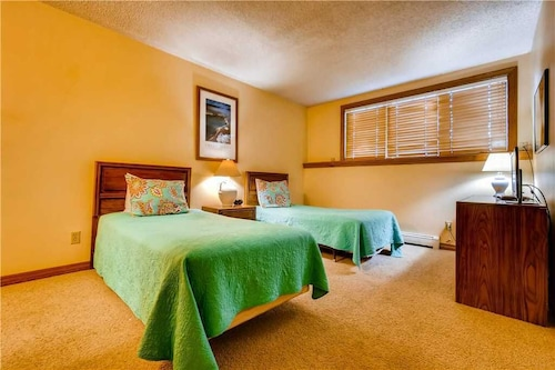 Located Steps Away From The Steamboat Ski Area And Loaded W/amenities!