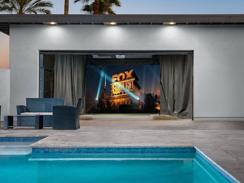 Super Savings FOR July-september Dates! ASK FOR GAP Pricing! Watch a Move by the Pool! Luxury Remodeled Scottsdale Home w/ Private Pool, Spa, Golf Simulator and Game Room!