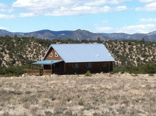 Mount Princeton Escape: Beautiful Cabin Close to the Hot Springs!!
