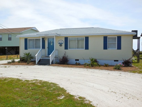 Cottage By the Sea - Pet Friendly Oceanfront Charmer