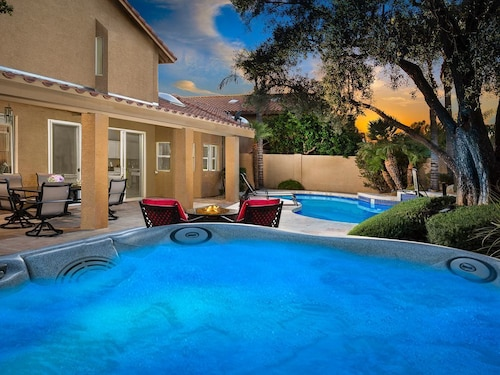 Call 4 Specials ON July-september Dates! Located in Golfer's Most Talked About Area of Kierland Scottsdale! Great for Large Groups, Heated Pool Option, Spa, Outdoor Fireplace, 7 Hdtvs & Much More!
