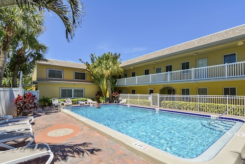 Beachside St. Petes Condo With Heated Pool Near Beach and Restaurants