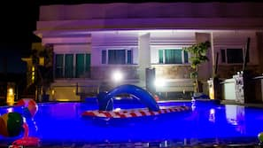 Outdoor pool, open 9:00 AM to 9:00 PM, sun loungers