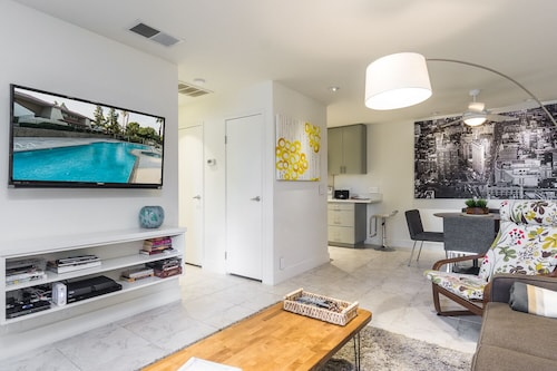 Chic Condo, Moments From Downtown Palm Springs - Quiet Complex With Pool