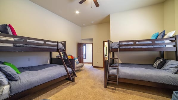 6 bedrooms, Internet, linens