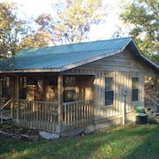 Beautiful 2 Bedroom, 1 Bath All Cedar Cabin Mountain View, AR