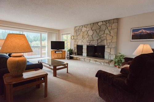 Clear Hills Condo #647-golf Course and Mtn Views - Fireplace, Walk to Spa !