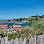 Cute, Dog-friendly Cottage With bay and Ocean Views - Close to the Beach