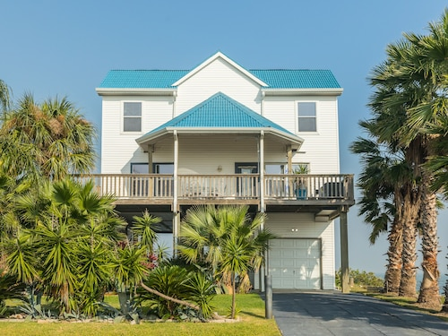 Great Place to stay Roomy Family-friendly 4BR Beach Home Near Moody Gardens & Schlitterbahn near Galveston