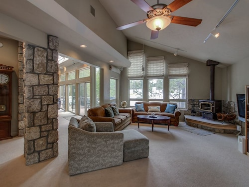 Upscale, Dog-friendly Home on Golf Course w/ Private hot tub