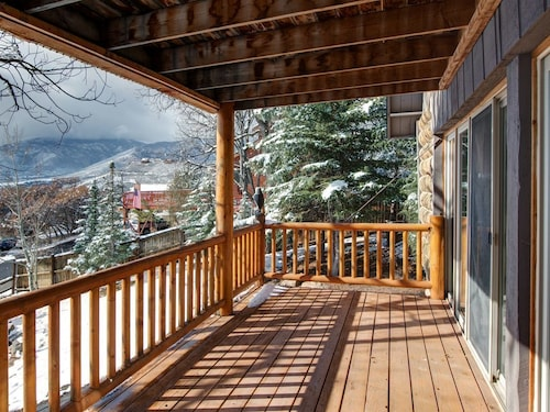 Great Place to stay Charming & Spacious Cabin in Midway Sleeps 15 near Midway