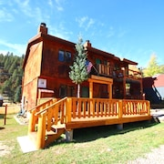 Sawmill #1 - Duplex in Town, Large Private Deck, Washer/dryer, Close to River, Trailer Parking