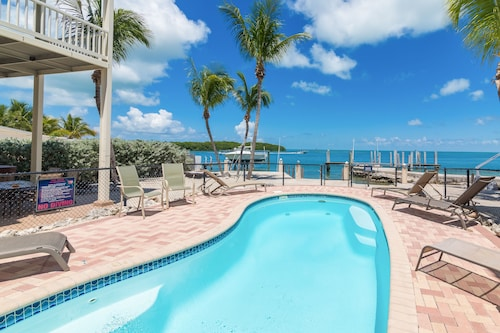 3BR w/ Dock Access & Stunning Bay Views From Rooftop Terrace