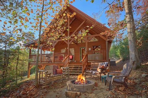 Family Friendly Cabin With Fire pit and Pool Table Private Near Pigeon Forge